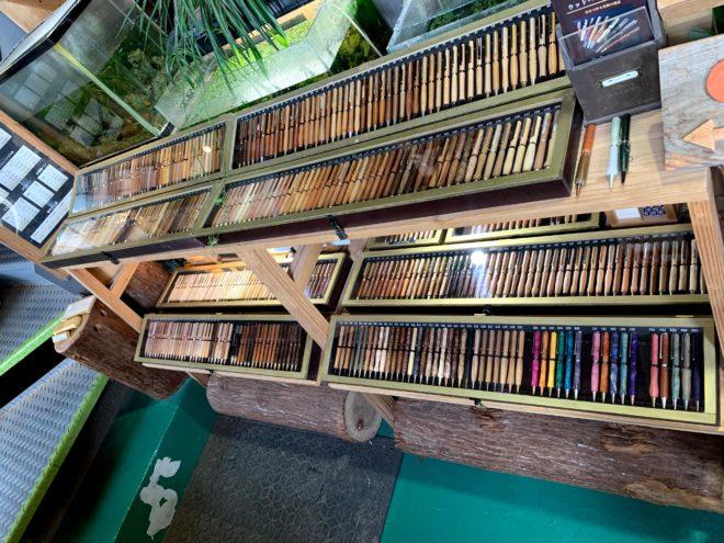 370種類以上の木製ペン
